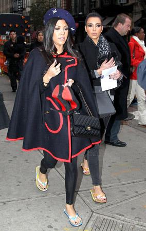 Kim & Kourtney Kardashian Dry Their Toes (PHOTOS)