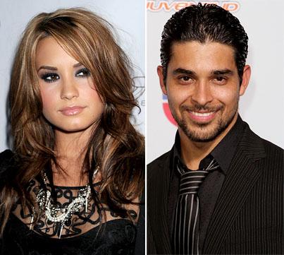 Wilmer Valderrama Denies Demi Lovato Hookup Rumors-photo