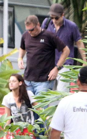 Robert Pattinson & Kristen Stewart's Boat Ride (PHOTOS)