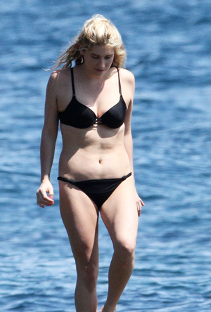 Ke$ha Bikinis in Australia (PHOTOS)