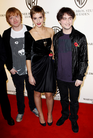 Daniel Radcliffe, Emma Watson and Rupert Grint Hit the Red Carpet (PHOTOS)