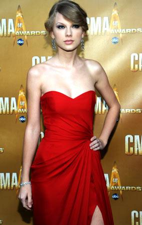 Taylor Swift at the CMA Awards (PHOTOS)