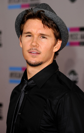 Ryan Kwanten at the 2010 American Music Awards (PHOTOS)