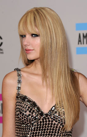 Taylor Swift at the American Music Awards 2010 (PHOTOS)