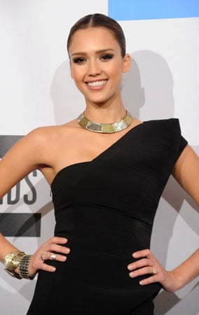 Jessica Alba at the American Music Awards 2010 (PHOTOS)