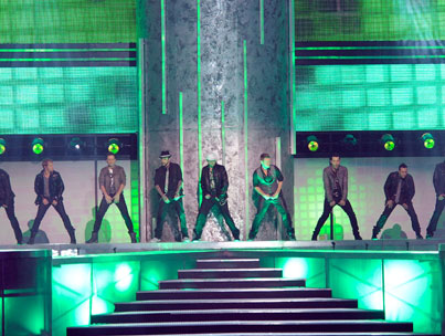 Backstreet Boys & NKOTB Perform at AMAs (VIDEO)