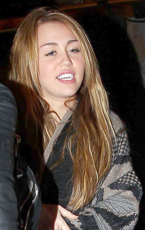 Miley Cyrus Celebrates Her B-Day with Friends (PHOTOS)
