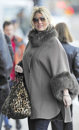 Jessica Simpson Sports Big Furry Coat (PHOTOS)