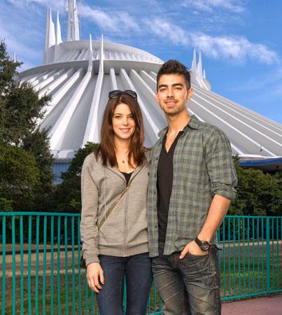 Joe Jonas and Ashley Greene Hit Disney World (PHOTO)