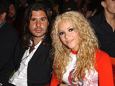 Shakira Splits from Longtime Boyfriend-photo