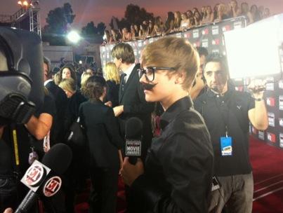 Justin Bieber Goes Incognito at Critics' Choice Awards-photo