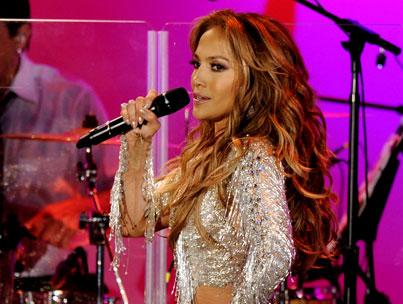 Jennifer Lopez Debuts 'On the Floor'