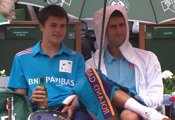 novak-djokovic-ball-boy-french-open-052614